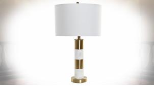 Lampe de table en métal finition dorée et marbre blanc ambiance moderne chic, 69cm