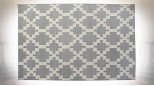 Grand tapis rectangulaire en polyester finition gris clair et blanc, motifs géométriques ambiance moderne, 290cm
