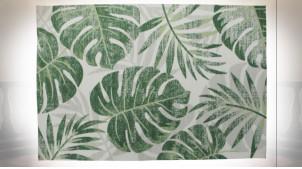 Grand tapis rectangulaire en polyester finition blanche et verte aux motifs de feuilles tropicales, 290cm