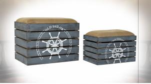Série de 2 coffres en bois de sapin finition bleu vieilli avec motifs de gouvernails ambiance bord de mer, 60cm