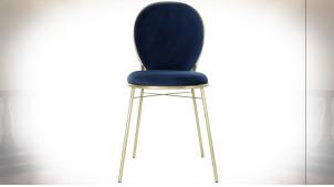 Chaise en velours finition bleu roi et pieds en métal doré ambiance rétro chic, 91cm