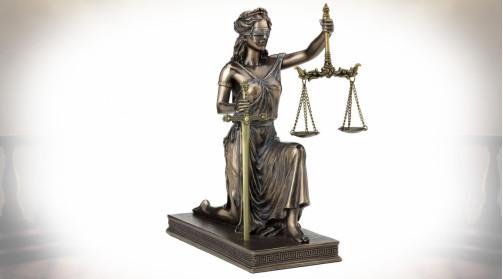 Statuette en résine haute densité avec finition bain aspect bronze doré vieilli, représentant Thémis déesse de la Justice