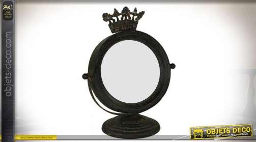 Miroir de coiffeuse de style baroque et médiéval en métal oxydé avec ornementation en forme de couronne royale