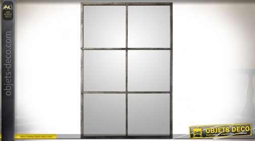 Miroir-fenêtre à six carreaux de style contemporain et industriel avec encadrement en métal argenté noirci.