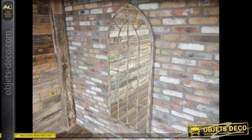 Grand miroir en métal de style gothique avec encadrement et habillage en métal façon fenêtre ancienne