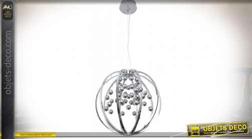 Suspension LED 1900 lumens formée d'une sphère en métal chromée et d'un ensemble de boules chromées disposées en inflorescence