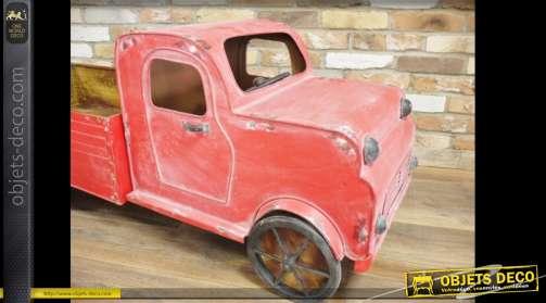 Grande décoration en forme de camion en métal, de style rétro, coloris rouge vieilli et oxydé