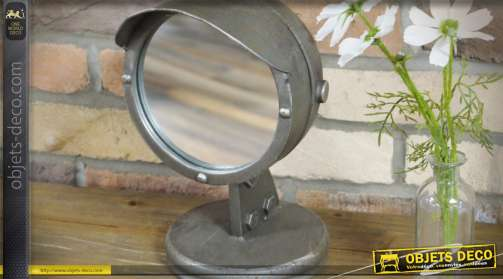 Miroir à poser de style vintage en métal gris oxydé prenant la forme d'un bloc optique de très ancienne voiture
