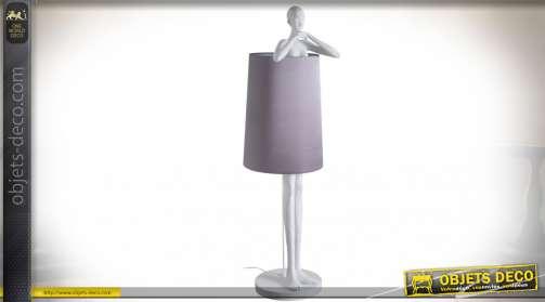 Lampadaire avec pied en forme de statue de femme 142 cm rendu effet plâtre, sur socle circulaire
