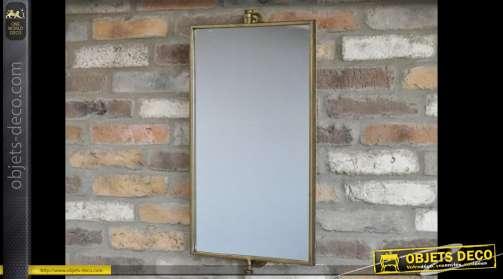 Miroir pivotant avec son support mural, finition dorée aspect vieilli, en métal