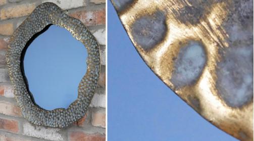 Miroir de forme circulaire en métal, finition vieux doré / bronze, ambiance chic