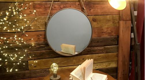 Miroir à suspendre avec encadrement en métal