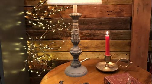 Pied de lampe en résine effet bois sculpté, ambiance campagne chic