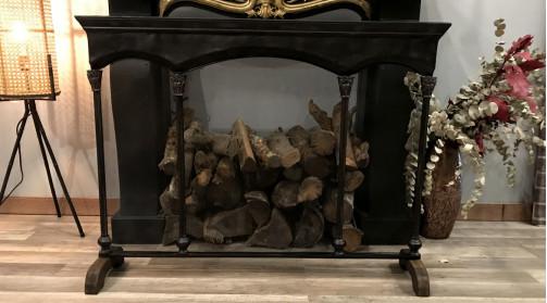 Grand parefeu en métal en une pièce (non pliable), pieds en bois, ambiance chateau chic