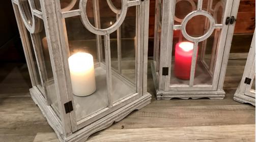 Set de trois grandes lanternes en bois finition gris blanchi, trois tailles différentes