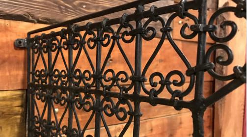 Equerre murale / potence en métal finition vieille fonte marron, ambiance orientale
