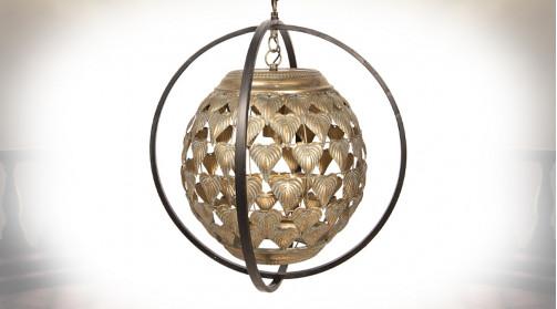 Luminaire en métal en forme de boule habillée de feuilles, ambiance contemporaine chic