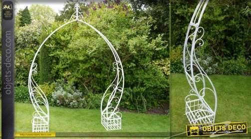 Grande arche 260 cm en fer forgé coloris blanc antique avec deux jardinières latérales