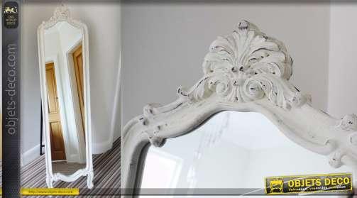Miroir psyché sur chevalet à encadrement blanc antique de style baroque
