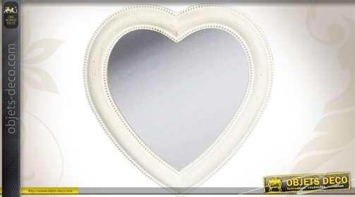 Miroir blanc antique en forme de coeur mouluré et festonné