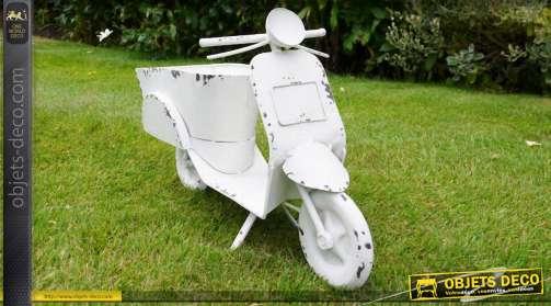 Jardinière rétro en métal en forme d'ancien scooter finition blanc antique