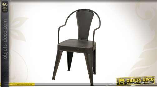 Chaise en métal, coloris noir vieilli, de style industriel.