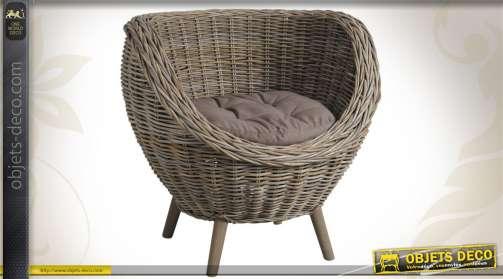 Fauteuil en poelet gris avec coussin d'assise, en forme d'oeuf.