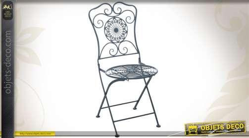 Chaise de jardin pliante en métal, coloris bleu ancien.