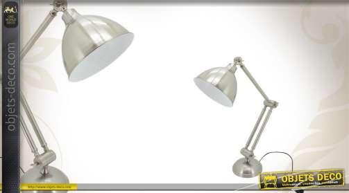 Lampe de bureau argentée en acier effet brossé.