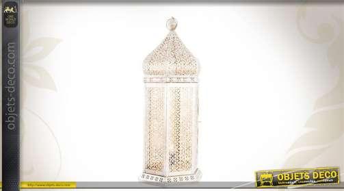 Lanterne électrifiée en métal, de style oriental, coloris blanc.