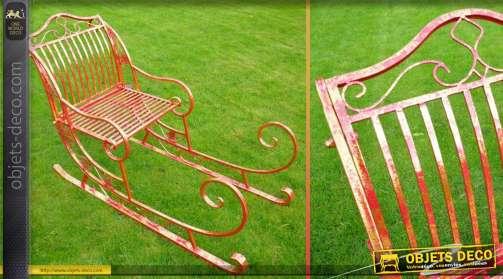 Fauteuil de jardin en métal en forme de grand traineau de Père-Noël, coloris rouge effets vieillis