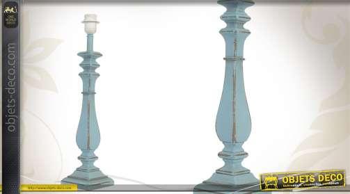 Pied de lampe coloris bleu ancien, en bois.