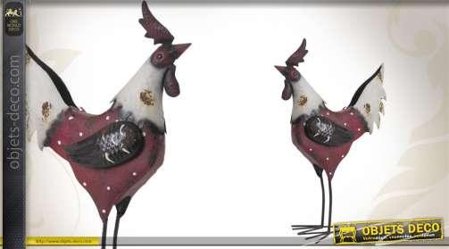 Coq décoratif en métal vieilli rouge et blanc.