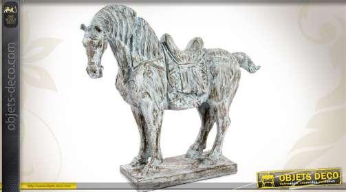 Grande figurine décorative de cheval, rendu imitation bois ancien vieilli