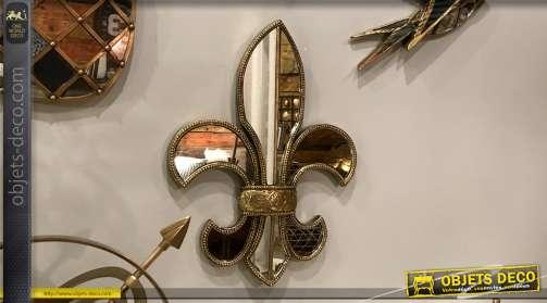 Miroir de style ancien finition doré en forme de grande fleur de lys