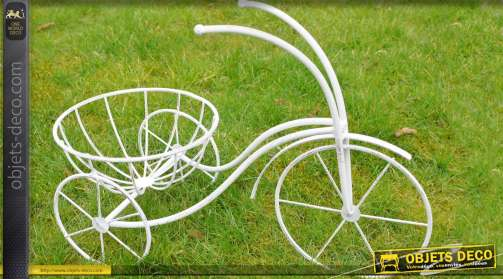 Tricycle porte-plante en métal patine blanc antique
