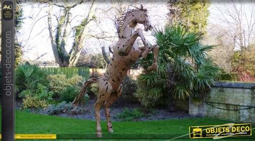 Très grande sculpture en métal représentant un cheval cabré stylisé