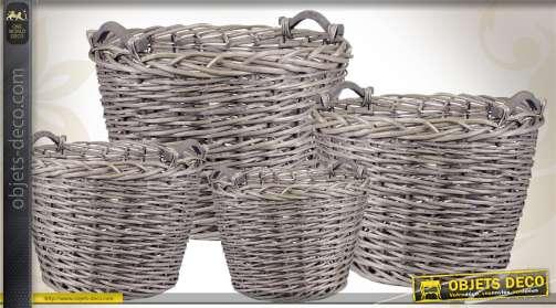 Ensemble de 4 cache-pots en osier gris, avec poignées.