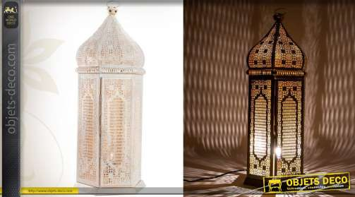 Lanterne oriental en métal finition moucharabié patine blanche avec électrification