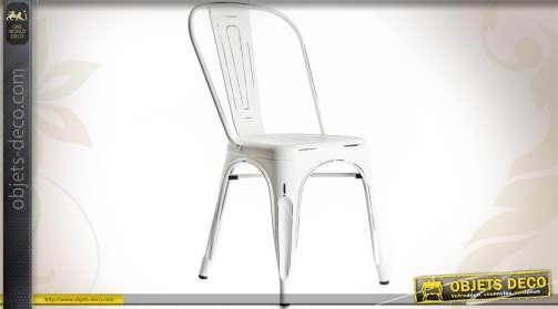 Chaise en métal et tôle emboutie de style vintage coloris blanc antique