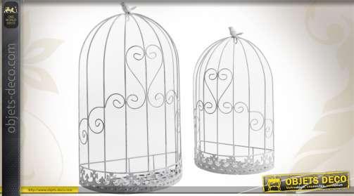 Duo d'étagères murales en forme de cages à oiseaux, réalisées en métal coloris blanc.