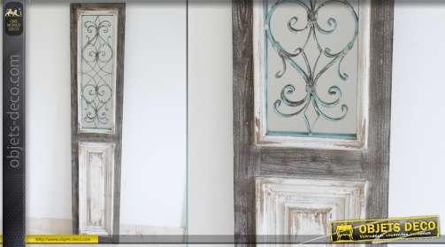 Grand miroir en forme de porte ancienne de style rustique et brocante avec ornementation en fer forgé