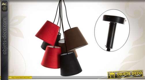 Suspension pourvue de 6 abat-jour, coloris rouge, marron et noir.