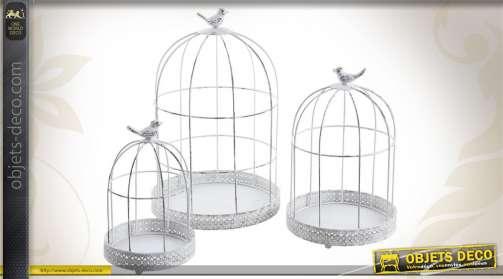 Ensemble de 3 cages à oiseaux décoratives, réalisées en métal blanc.