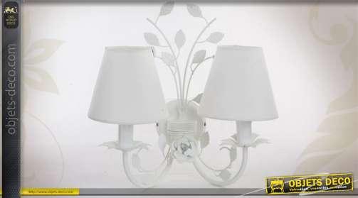 Applique à deux bras coloris blanc de style romantique à ornementation feuillagée et fleurie