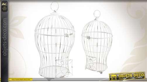 Duo de cages à oiseaux en métal et patinées blanc, finition vieillie.