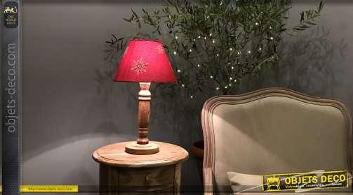Lampe de nuit avec pied en bois tourné et coiffé d'un abat-jour Ø 22,5 cm coloris rouge.