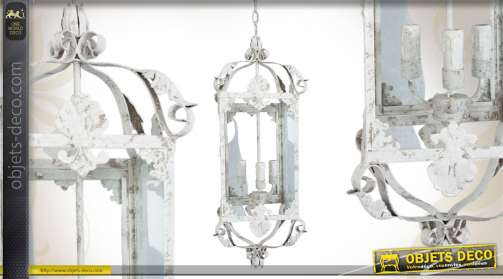 Lanterne électrifiée en métal et patinée blanc ancien, avec vitres et 3 bougeoirs.