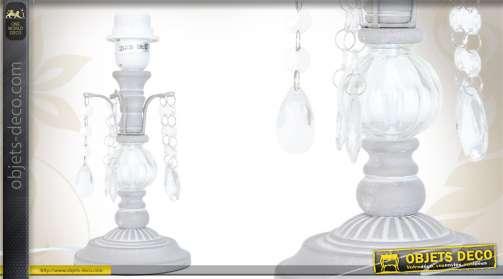 Pied de lampe en bois coloris gris clair avec bulbe et pampilles.