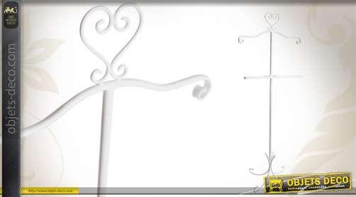 Valet de nuit en métal blanc de style romantique.